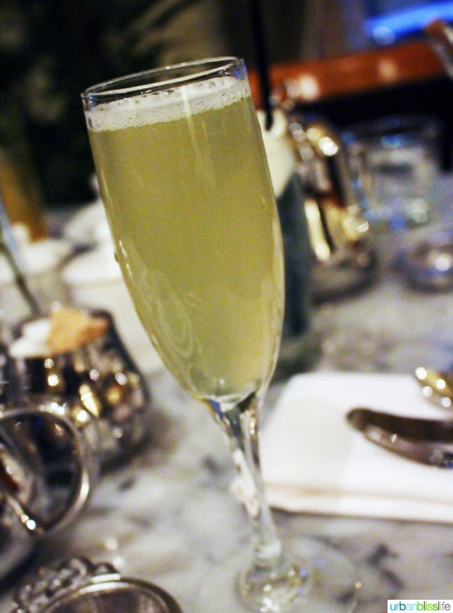 Hotel deLuxe champagne