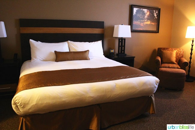 guest room at Hotel Maison in Yakima