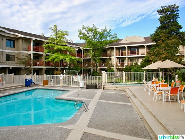 Ashland Hills Hotel and Suites outdoor pool area