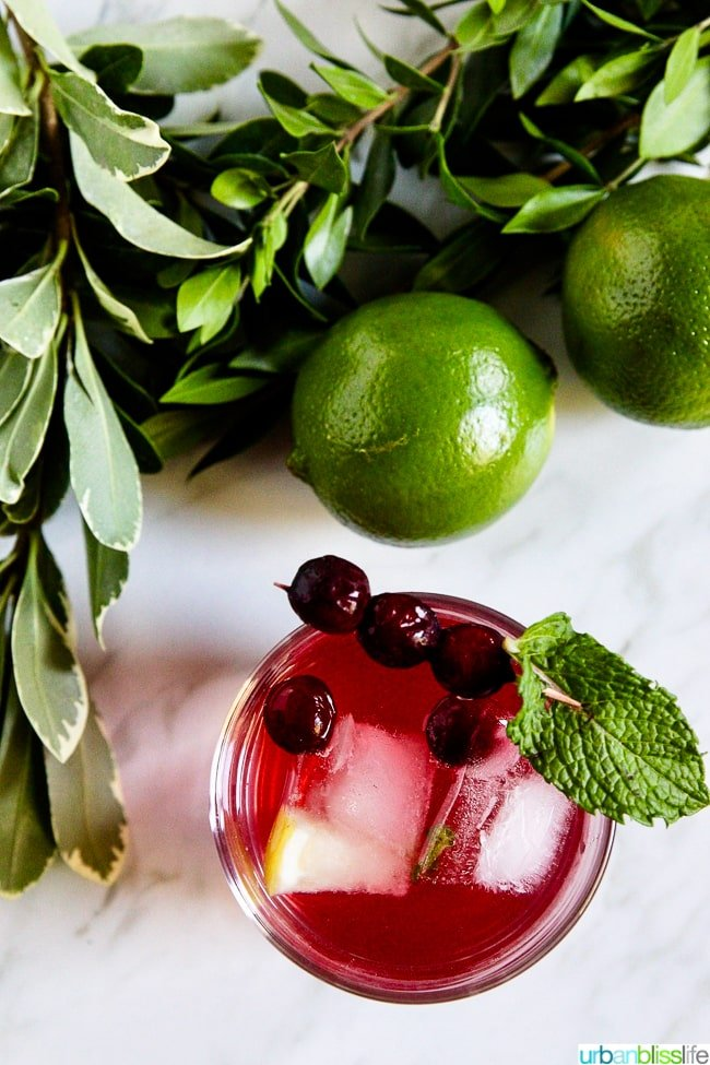 cosmo mocktail with limes and mint