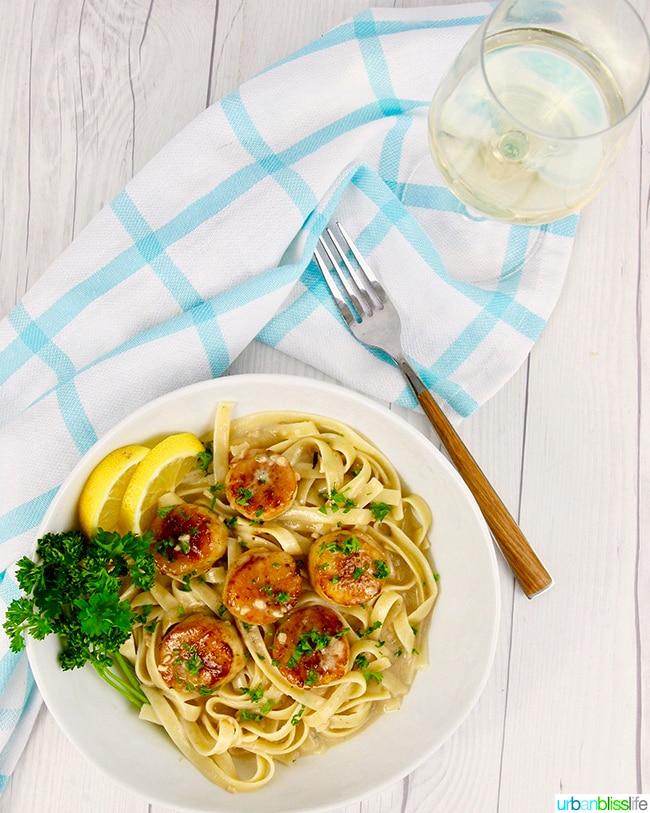 Seared scallops pasta with white wine