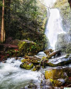 waterfall at Susan Creek Falls in southern Oregon