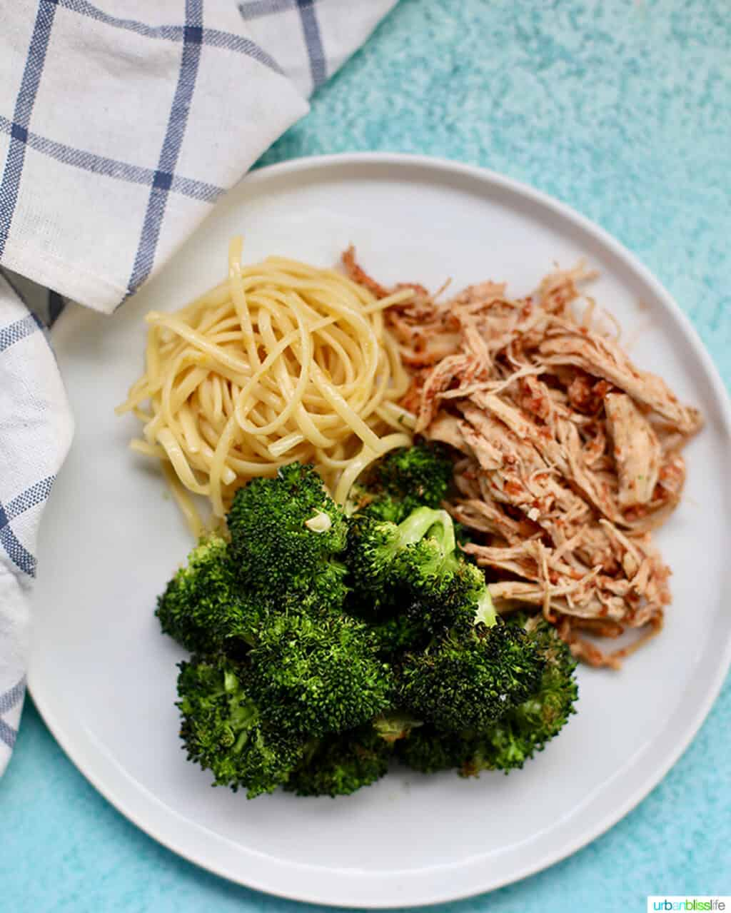 broccoli with pasta and shredded chicken