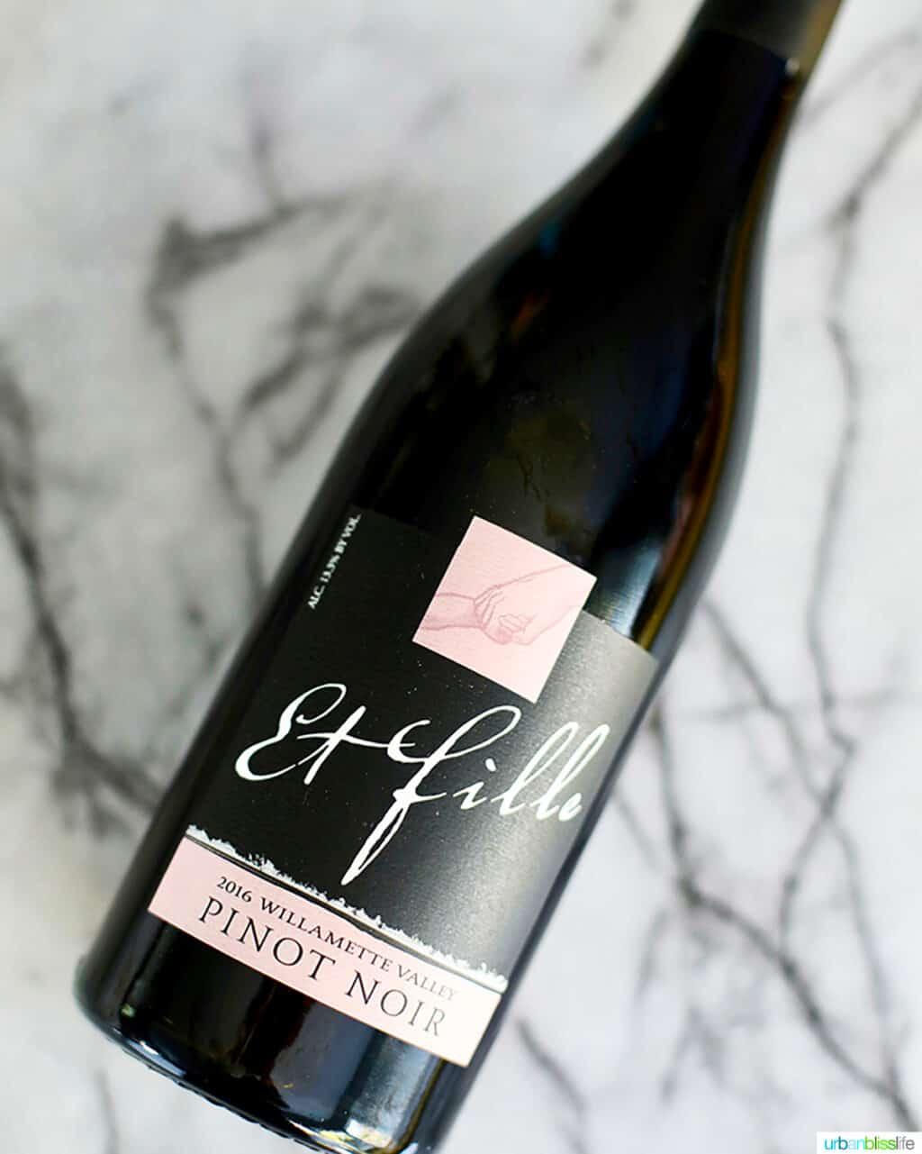 bottle of et fille oregon pinot noir